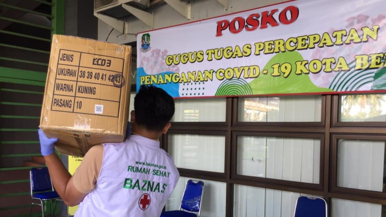 Cegah Penyebaran Covid di Bekasi, BAZNAS Bagi-bagi Hand Sanitizer