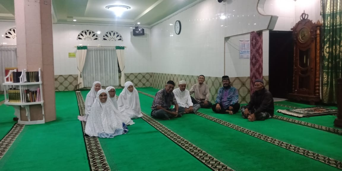 Didatangi Ulama Dari Padang, Jemaah Masjid Wustha : Alhamdulillah, Bisa Ikut Pengajian Ini